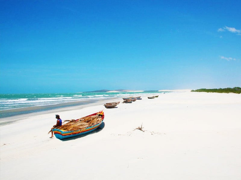 Barco na Praia de Jericoacoara em Fortaleza