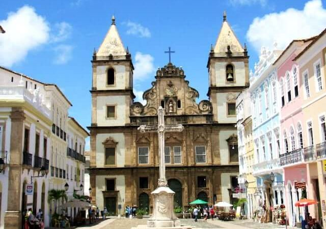 Como economizar muito em sua viagem a Salvador