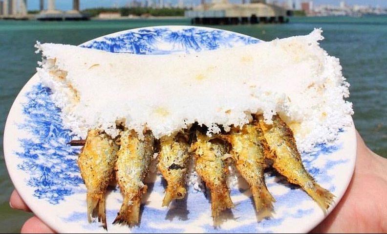 Tapioca com ginga (comida típica com peixe frito)